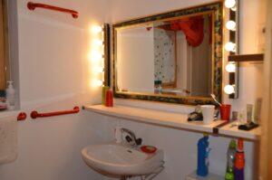 Badezimmer im unteren Stockwerk